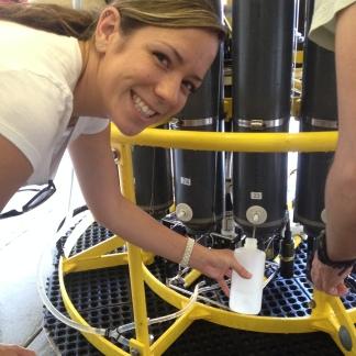 C-MORE Scholar Lisa Hall sampling from the rosette during HOT-267